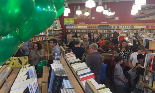 tordon-launch-zena-shapter-bookshop-crowd-3